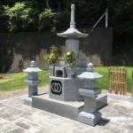 名張市大屋戸の蓮花寺にて燈籠設置(16.7.6)