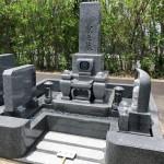 名張市営東山墓園にてお墓の建立工事をしました。 (30.6.9)