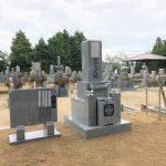 伊賀市岡波の墓地にて、神戸型芝台(四ツ石)付きの代々墓の石碑を建てました。(茨城県産真壁石)