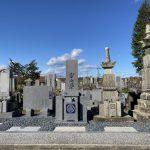 名張市蔵持町の長慶寺様にてお墓の工事をしました。新しい代々墓・霊標の建立、古いお墓をまとめました。古いお墓の修復をし、ステンレス心棒などで、お墓の地震対策をした施工です。