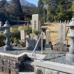 奈良県曽爾村の墓地でお墓のリフォームをしました。花立てのリフォーム、手摺りの設置でお参りしやすいお墓になりました。