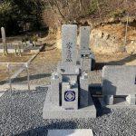 伊賀市東高倉の墓地でお墓の工事をしました。神戸型の芝台付きのお墓で、福島県産の滝根石を使用しました。