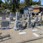 伊賀市瀧の滝仙寺様の墓地で代々墓と霊標の建立工事と、宝篋印塔の修理工事をしました。新たなお墓は愛媛県産大島石を使用しました。