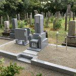 名張市南古山の墓地で代々墓を建立しました。天理教のお施主様なので神徒用のお墓と墓誌を建てました。